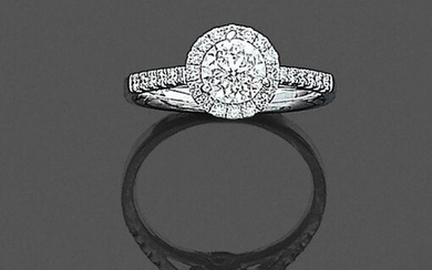•BAGUE en or gris (750‰) serti d'un diamant...
