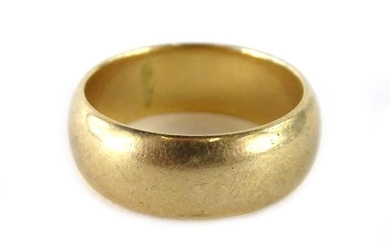 A 9ct gold wedding band, of plain design, with makers stamp ...