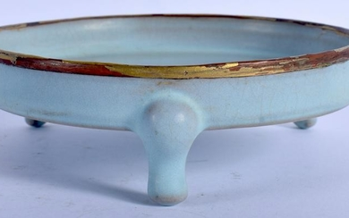A CHINESE SUNG STYLE TRI LEGGED CENSER. 14.5 cm wide.