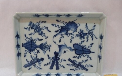 A Chinese rectilinear blue and white decorated dish. 9¼' wid...
