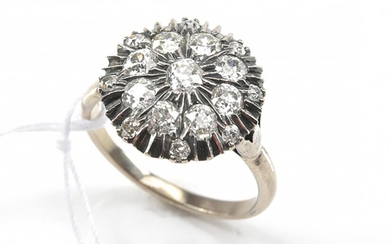 A DIAMOND DRESS RING TOTALLING AN ESTIMATED 1.56CTS, IN 18CT WHITE GOLD, SIZE N-O, 4.4GMS