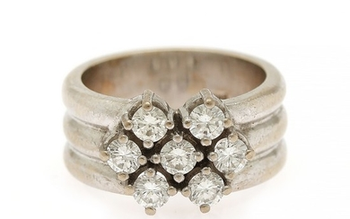 A diamond ring set with seven brilliant-cut diamons, totalling app. 0.70 ct., mounted in 14k white gold. W. 10 mm. Size 47.