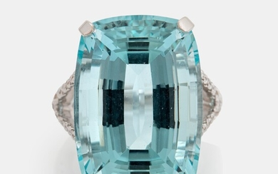 An 18K white gold ring set with a faceted aquamarine weight 29.09 cts