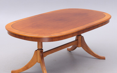 COFFEE TABLE, English style, second half of the 20th century.