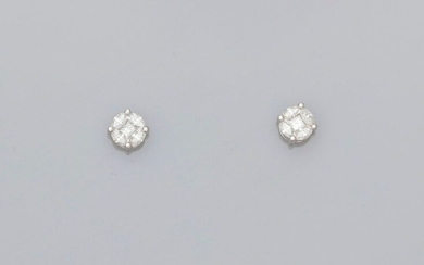 Earrings, each with a round motif, in white gold, 750 MM, covered with princess and shuttle-cut diamonds, 6 x 6 mm, weight: 2.05gr. rough.