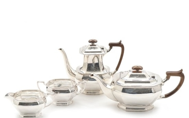 English sterling silver coffee and tea set. Maker Cooper Brothers & Sons, Sheffield 1971. Weight app. 1826 gr. H. 7.5–18.5 cm. (4)
