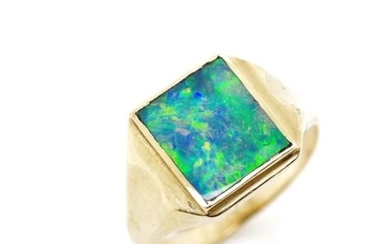 Opal doublet and 9ct yellow gold signet ring marked 9ct WMX,...