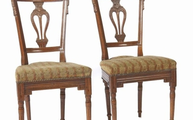 Pair of Louis XVI chairs end of 18th century, beech, round legs and frame with fluted trains, backrest with lyre-like bracing and carved rosettes and leaf motifs, shield-shaped seat, erg. Upholstery cover with tapestry embroidery in tendril pattern, h:...