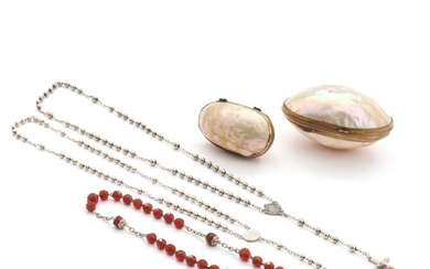 Three partly silvered rosaries and two mother of pearl pill boxes. 19th-20th century. Pill boxes L. 5.5 and 7.5 cm. (5)