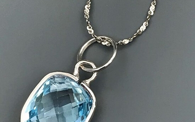 18 kt. White gold - Necklace with pendant - 7.65 ct Topaz
