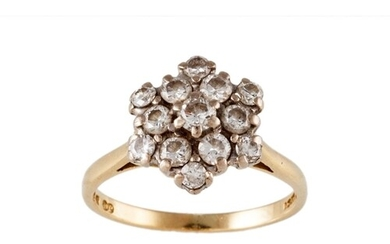 A DIAMOND CLUSTER RING, set with brilliant cut diamonds, mou...