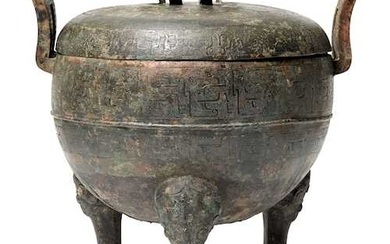 "A FINE ""DING"" TYPE BRONZE VESSEL AND COVER."