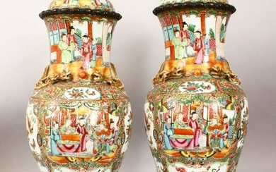 A PAIR OF CHINESE 19TH CENTURY CANTON PORCELAIN VASES /