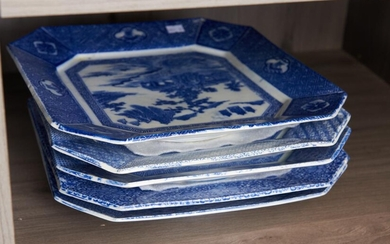 A SET OF FIVE JAPANAESE IGEZARA BLUE AND WHITE PLATES, LATE 19TH/EARLY 20TH CENTURY, 31 X 37CM, LEONARD JOEL LOCAL DELIVERY SIZE: SMALL