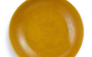 AN INCISED YELLOW-GLAZED 'DRAGON' DISH SEAL MARK AND PERIOD OF DAOGUANG