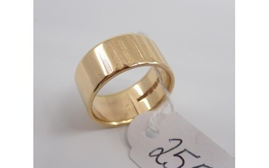 An 18ct band ring approx. 9.9 grams & size O