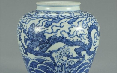 CHINESE BLUE AND WHITE PORCELAIN DRAGON PATTERN JAR