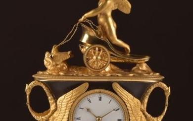 Exclusive and rare Empire vase pendulum with chariot - bronze gilt and patinated - Early 19th century