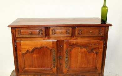 French Provincial buffet bas