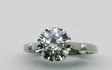 RING in white gold adorned with a solitaire...