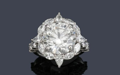 Ring with an important 7.00 ct diamond