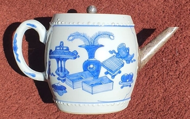Teapot - Blue and white - Porcelain - precious objects- China - Kangxi (1662-1722)