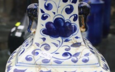 A 19TH CENTURY CHINESE BLUE AND VASE