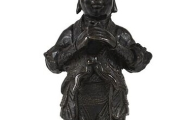A BRONZE FIGURE OF A STANDING GUARDIAN, China, 17th/18th ct. - h. 16.5 cm o. s.
