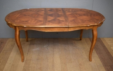 A FRENCH STYLE EXTENSION DINING TABLE WITH PARQUETRY TOP (75H x EXTENDED 178W x UNEXTENDED 143W x 96D CM) (PLEASE NOTE THIS HEAVY IT...