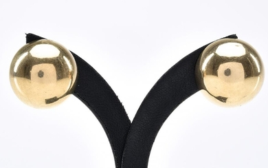 A PAIR OF DOMED EARRINGS TO POST AND CLIP FITTINGS, IN 9CT GOLD, 7 GRAMS, DIAMETER 20MM APPROXIMATELY
