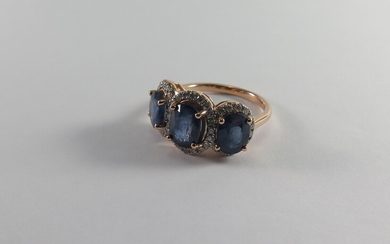 A SAPPHIRE AND DIAMOND TRIPLE CLUSTER RING