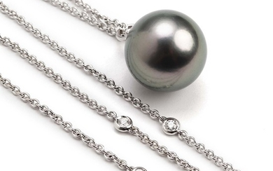 A Tahiti pearl and diamond necklace set with a cultured Tahiti pearl and numerous brilliant-cut diamonds, mounted in 18k white gold. L. app. 63 and 103.5 cm.