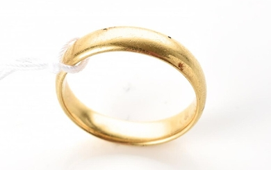 A WEDDER IN 18CT GOLD, HALLMARKED BIRMINGHAM 1921, RING SIZE L - M, 4.2GMS