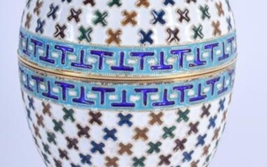 AN ANTIQUE RUSSIAN SILVER AND ENAMEL EGG CUP AND COVER