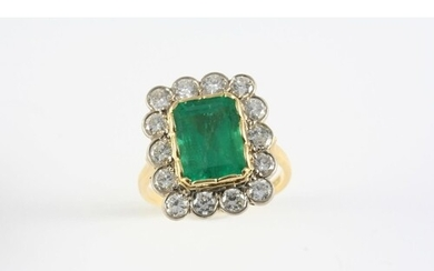 AN EMERALD AND DIAMOND CLUSTER RING the rectangular-shaped e...