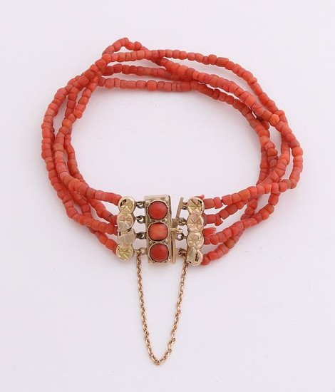 Bracelet coral with yellow gold clasp, 585/000.