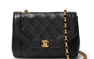 Chanel - a vintage quilted leather handbag.