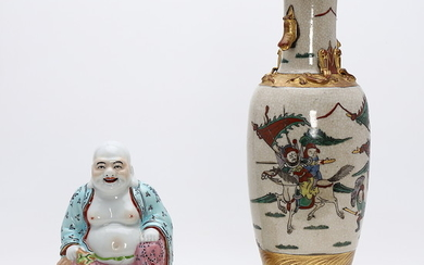 Chinese Buddha and vase in porcelain, first half of the 20th Century.