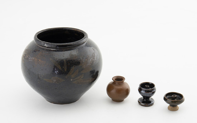Chinese vase and three containers in glazed stoneware, 13th Century and probably 17th Century.