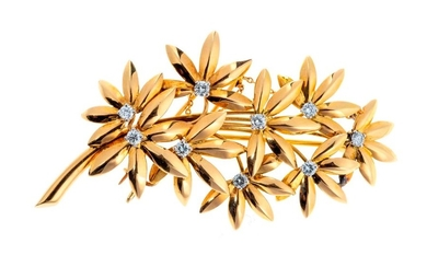 Gold flower spray brooch decorated with brilliants -...
