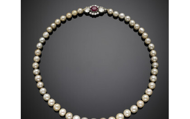 Natural saltwater graduated pearl necklace with pearl diam. from mm...