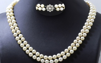 Necklace composed of 2 rows of cultured pearls...