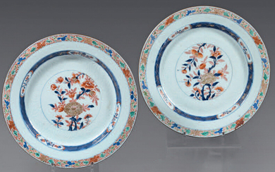 Pair of Chinese porcelain dishes. 18th century.