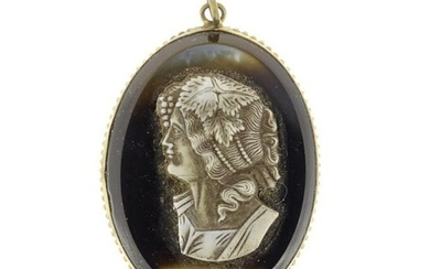 Victorian agate cameo pendant, 5cm in length