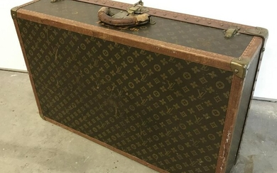 Vintage Monogrammed LOUIS VUITTON Suit Case