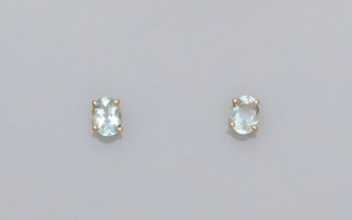 Yellow gold ear chips, 750 MM, each decorated with an oval aquamarine, total 2.07 carats, Alpa system, 8 x 6 mm, weight: 1.9gr. gross.