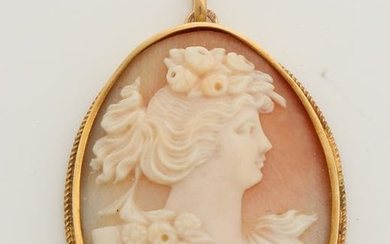 Yellow gold pendant, 585/000, with cameo. Oval pendant