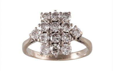 A DIAMOND CLUSTER RING, of approx 1.20ct in total, mounted i...
