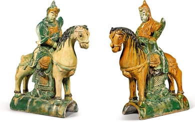 A LARGE PAIR OF SANCAI-GLAZED ROOF TILE EQUESTRIAN FIGURES MING DYNASTY, 16TH CENTURY | 明十六世紀 三彩天王像瓦當一對