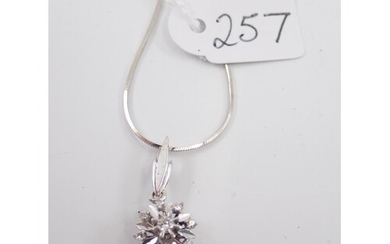 A diamond cluster pendant and a 18ct chain approx. 4.9 grams